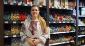 Ukrainoczka z konfietkami, kiszonymi pomidorami i słoniną