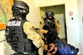 Zatrzymany i aresztowany za handel ludźmi i stręczycielstwo