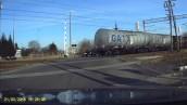 Sekundy od tragedii na przejeździe kolejowym