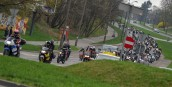 Motocyklowa parada z policjantami na czele