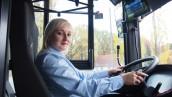 Blondynka za kierownicą autobusu przestaje dziwić