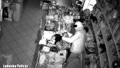 Dał się złapać w skradzionym ubraniu z czipami sklepowymi