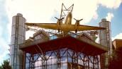 Niezwykłe muzeum z samolotem na dachu