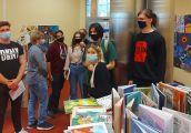 Licealiści penetrowali podziemia biblioteki