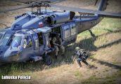 Policyjni kontrterroryści strzelali ze śmigłowca