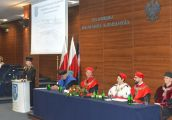 Kolejni absolwenci AJP odebrali dyplomy